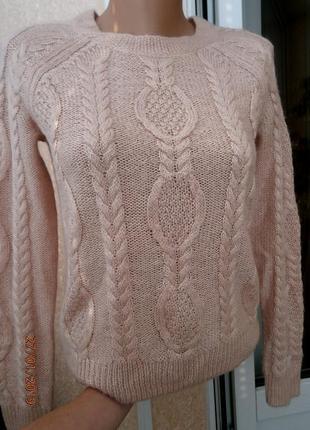Пудровый свитер с косами н&m