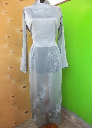 Шелковая  серая удлиненная блуза  с воротником стойкой