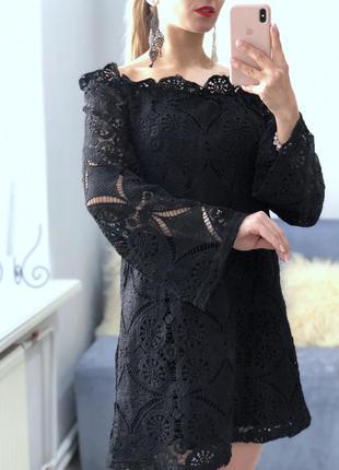 Платье кружевное prettylittlething