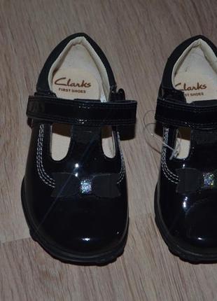 Новые кожаные туфельки clarks 15см мигают при ходьбе