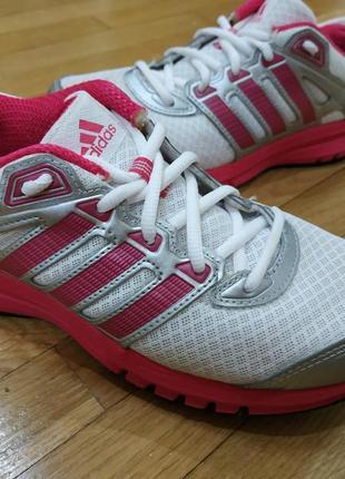 Кроссовки adidas  на 35-36 размер
