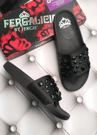 Fergalicious оригинал шлепки шлепанцы с камнями бренд из сша