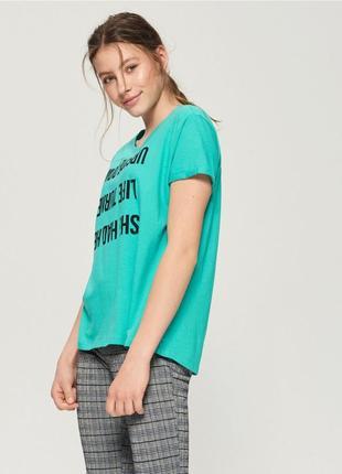10-67 женская футболка оверсайз sinsay с надписью upside down life turned she has her
