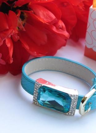 Браслет на ремешке в голубом цвете