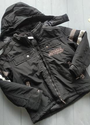 Курточка деми на мальчика 6-8 лет
