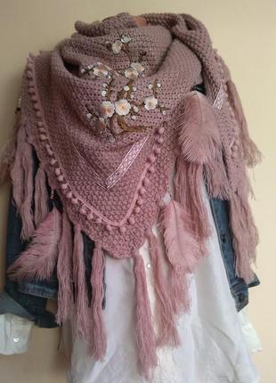 Лакшери шаль косынка палантин пудрово-розовая с перьями и цветами