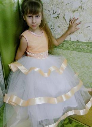 Нарядное платье персик на выпускной