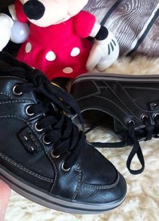 Женские спортивные туфли мокасины geox. оригинал. полностью натуральная кожа.