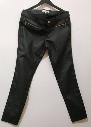 Фирменные женские брюки под кожу от clockhouse 42 р евро( сост новых)