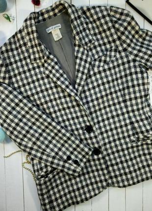 Красивый шерстяной пиджак