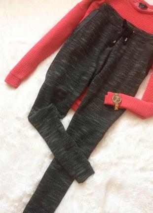 Комфортные тёплые брюки по типу спортивных со вставками из кожзама