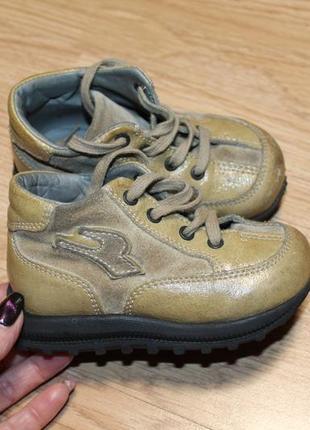 Добротні фірмові шкіряні черевички, унісекс