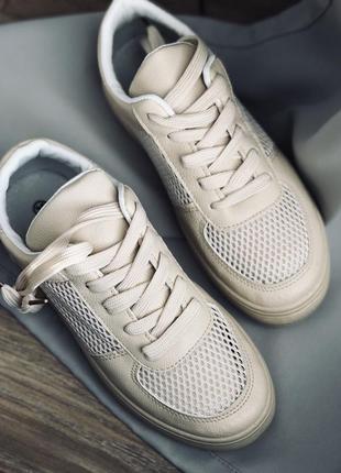 Бежевые белые кроссовки
