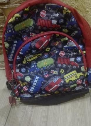 Яркий детский рюкзак с машинками