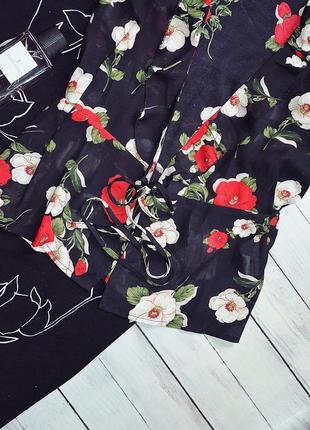 Шикарная блуза на запах в цветы3 фото