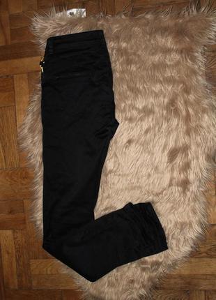 Черные штаны джинс на каждый день