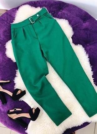 Стильные ярко зеленые брюки в наличии скидка