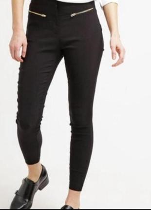 Чёрные узкие стрейчевые брюки с высокой посадкой