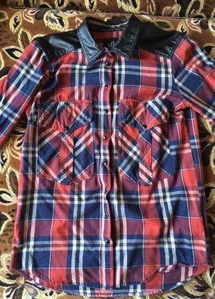 Рубашка в клетку с кожаным воротником
