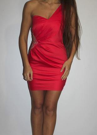 Платье по фигуре на одно плечо (на талии камни ) --срочная уценка платьев --