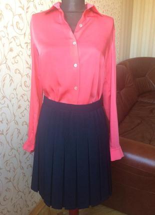 Атласная блузка коралового цвета