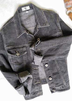 Джинсовая короткая куртка