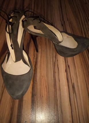 Замшевые туфли luciano carvari 39 р