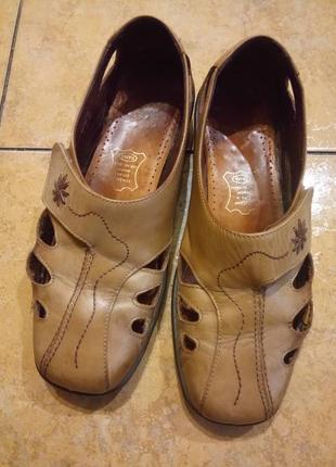 Комфортные кожаные туфли на низком ходу