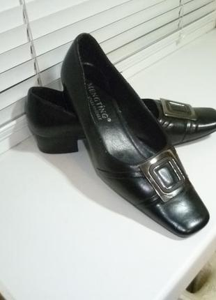 Симпатичные качественные туфли кожаные,удобные,в отличном состоянии