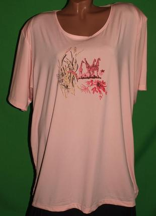 Нежно розовая футболка (5 хл замеры) с узором замечательно смотрится
