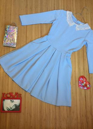 Милое фактурное платье с белым воротничком, размер s