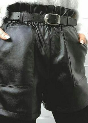 Шорты с ремешком из эко кожи