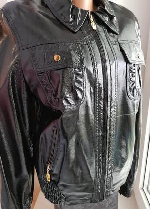 Стильная лакированная куртка
