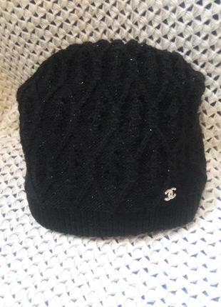 Теплая черная шапочка