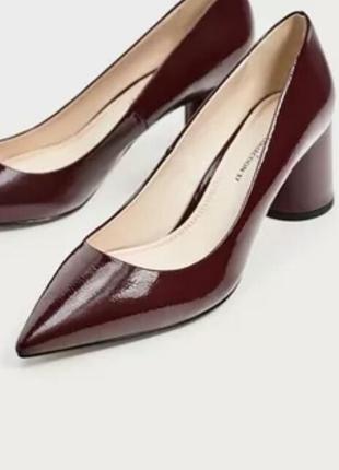 Шикарные лаковые туфли
