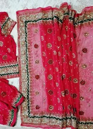 Карнавальный костюм наряд ндийский сари,расшитое камнями,бисером,пайетками,оверсайз