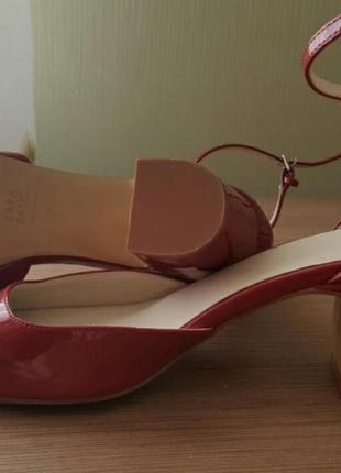 Стильные лаковые туфли