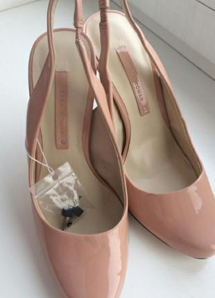 Шикарные лаковые туфли босоножки