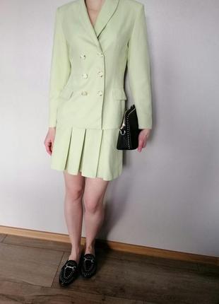 Фактурный костюм юбка трапеция плиссе и пиджак oversize