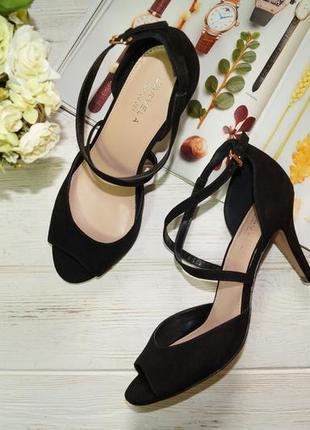 Carvela. женственные открытые туфли на удобном каблучке