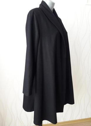 Невероятно красивое, стильное, нарядное, кашемировое пальто- трапеция черного цвета