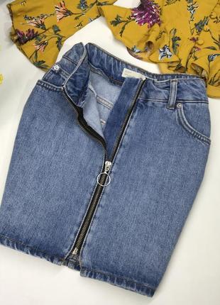 Актуальная джинсовая юбка из плотного коттона на змейке
