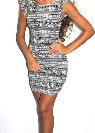 Платье по фигуре в орнаментах ( на бирке 11 лет ) см замеры --срочная продажа