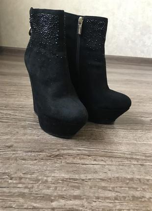 Весняні чобітки ботинки на весну