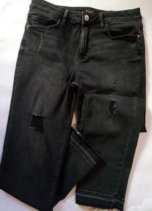 Модные серо-черные джинсы с потертостями f&f, размер 10