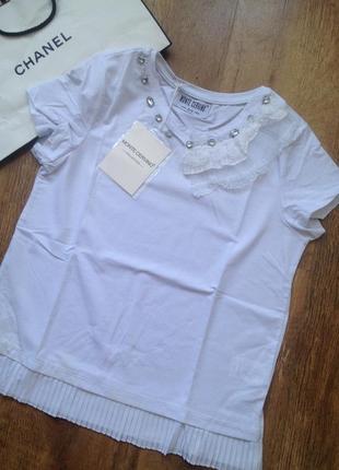 Нарядная белая футболка с оборкой и вышивкой monte cervino