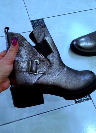 Актуальні шкіряні нові черевички кожаные ботинки новые