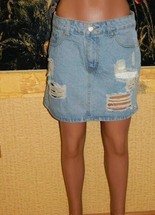 Юбка джинсовая с дырами и потертостями размер 42-44.