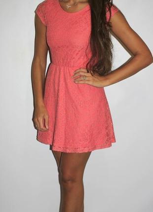 Кружевное платье -красивая спинка! цвет с розовинкой