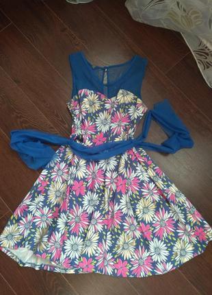 Платье в цвети